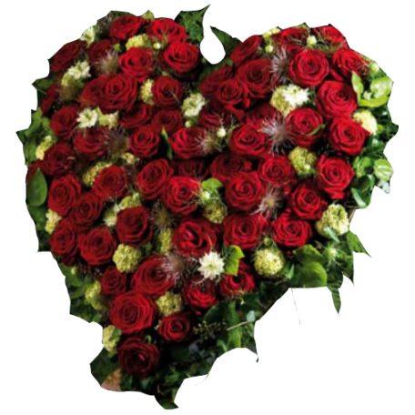 roses rouges en coeur