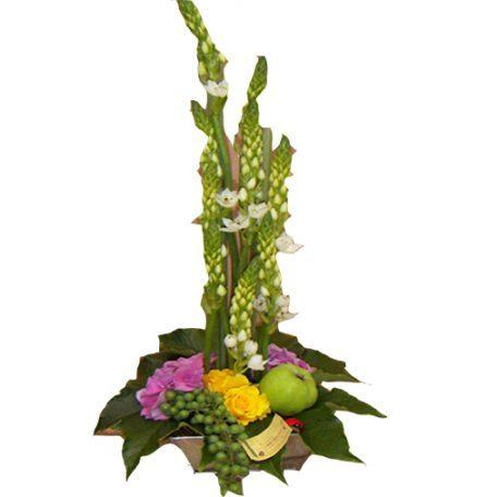 Composition avec ornithogalum et fleurettes de saison
