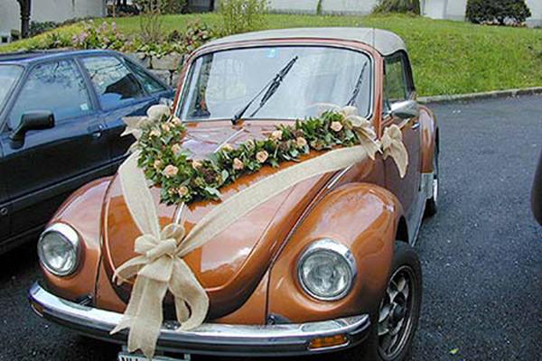 Décoration de voiture pour votre mariage Grand choix de décorations pour voiture de mariée réalisées sur mesure en fonction des couleurs et du thème du mariage